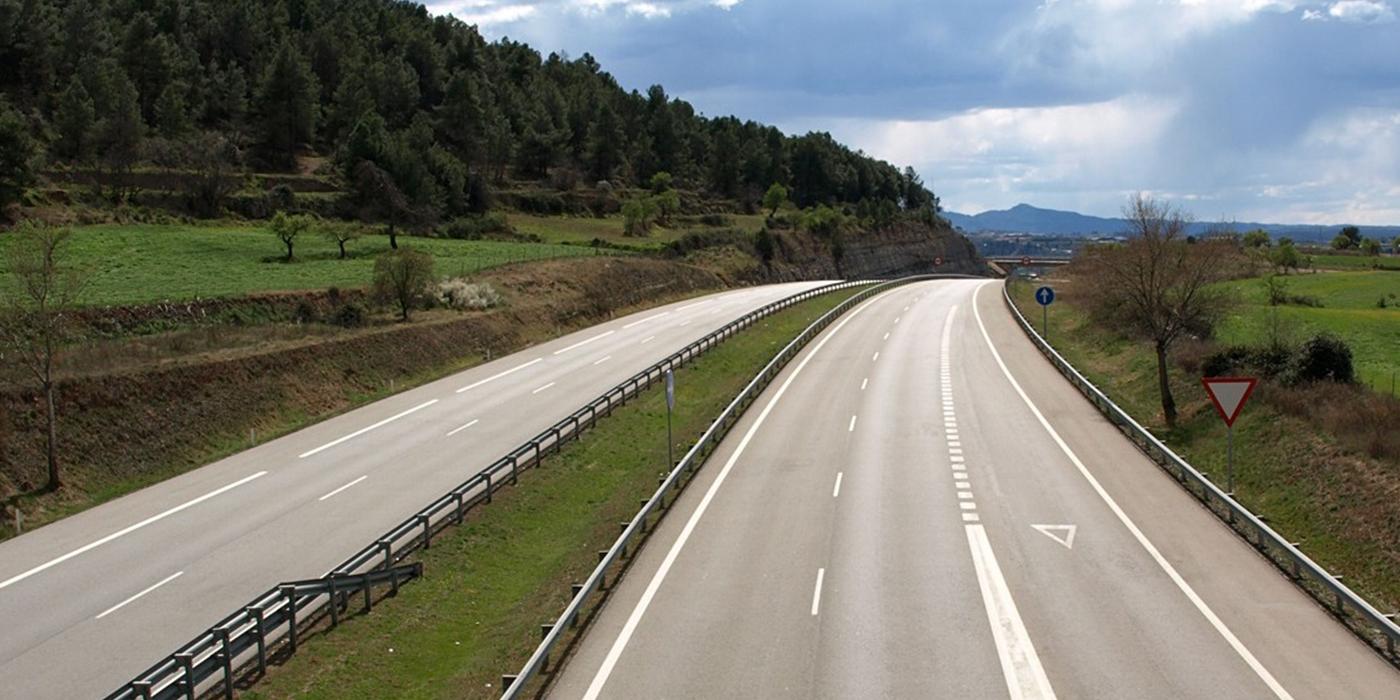 Tráfico podrá limitar la velocidad temporalmente en vías interurbanas por elevada circulación de ciclistas