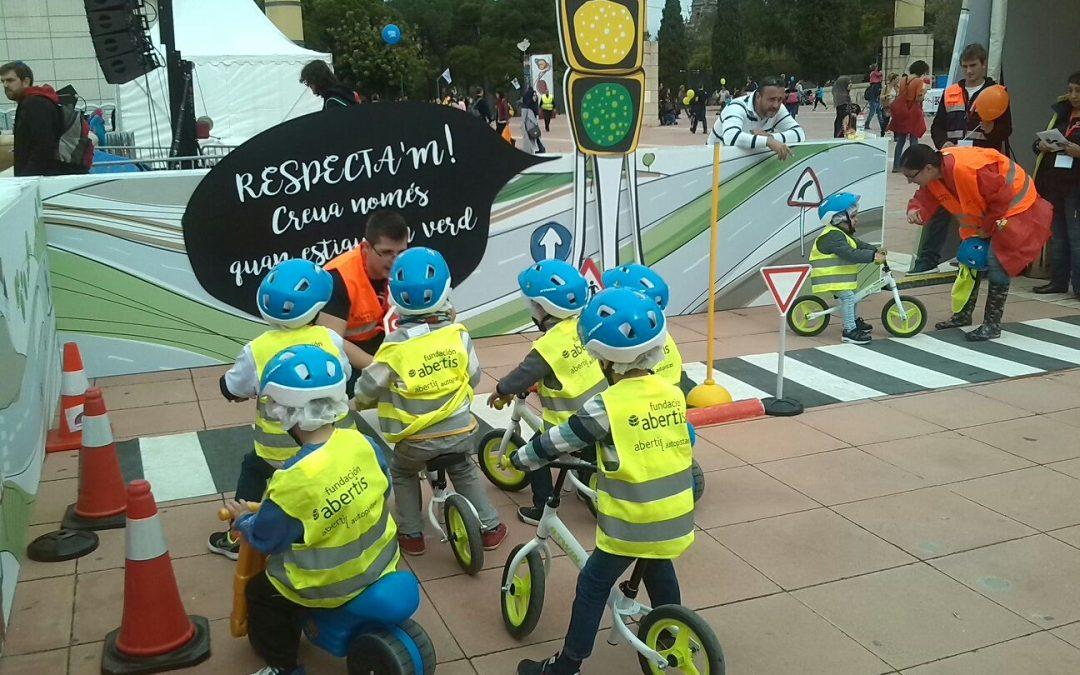 4.500 niños circulan en la Festa dels Súpers gracias a Abertis y Fundtrafic