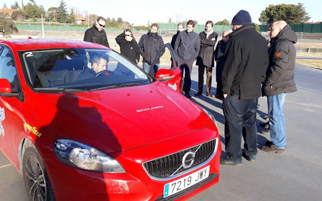 Ejercicios, educación y seguridad vial: así ha sido el curso práctico de conducción para 3M