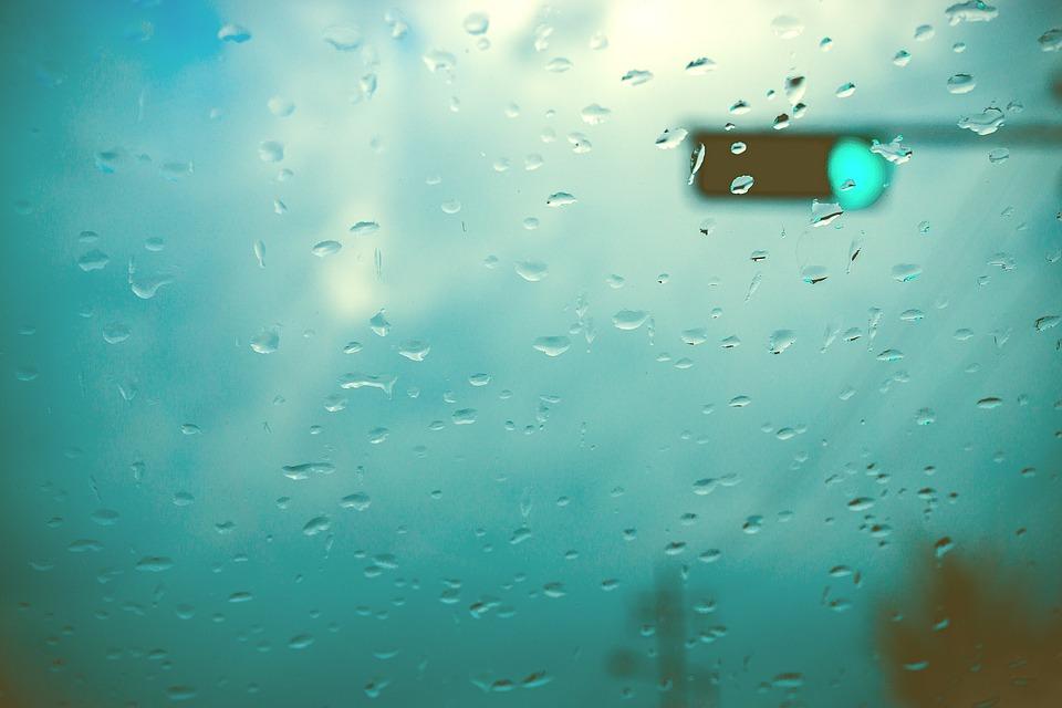 Conducir con lluvia - consejos de seguridad